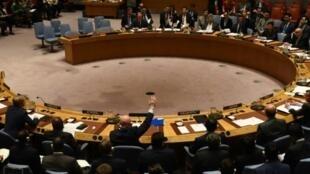 السفير الروسي يمارس حق الفيتو أثناء التصويت على مشروع قرار في مجلس الأمن الثلاثاء 24 تشرين الأول/أكتوبر 2017
