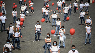 احتجاج لطواقم التمريض حول العقود والأجور والتوظيف الهش في ساحة بوبولو وسط روما بتاريخ 15 حزيران/يونيو 2020