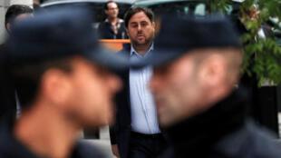 Oriol Junqueras llega al Tribunal Supremo de España antes de que un juez español ordenara que Junqueras y otros miembros del gabinete catalán fueran destituidos bajo custodia, en Madrid, España, el 2 de noviembre de 2017.