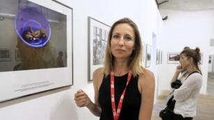 La photograhe Véronique de Viguerie, le 6 septembre 2018 au festival Visa pour l'image, à Perpignan.
