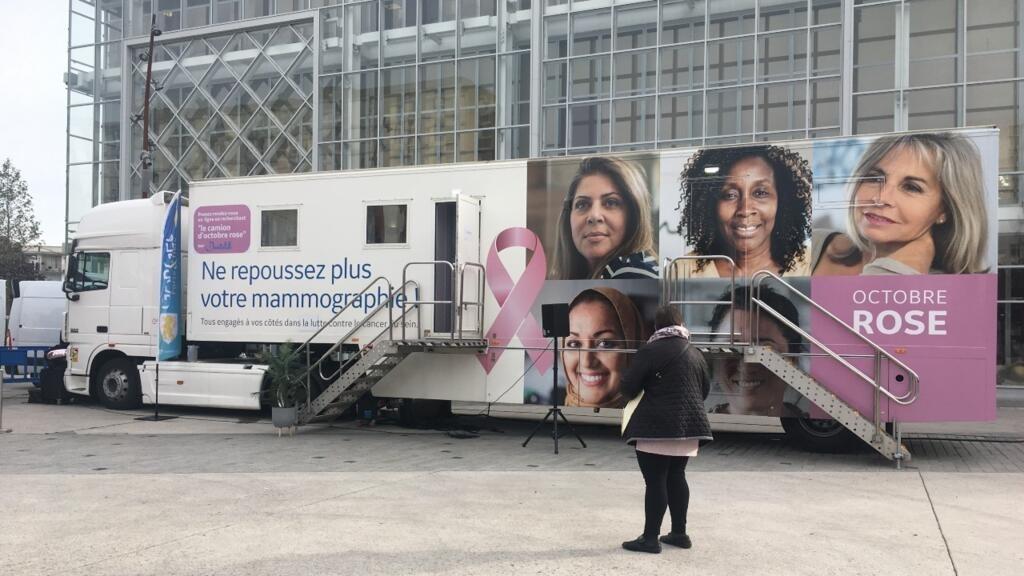 Un Mammobus pour dépister le cancer du sein dans les quartiers populaires