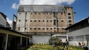 Fotografía de archivo del 11 de septiembre de 2019 de un patio de la cárcel La Modelo en Bogotá (Colombia).