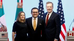 La canciller canadiense, Chrystia Freeland; el Ministro de Economía mexicano, Ildefonso Guajardo; y el Representante comercial de Estados Unidos, Robert Lighthizer, en una conferencia de prensa conjunta sobre el cierre de la séptima ronda de conversaciones del TLCAN en Ciudad de México. 5 de marzo de 2018.