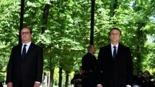 الرئيس الفرنسي فرنسوا هولاند (يسار) وبجانبه الرئيس المنتخب اإمانويل ماكرون في الاحتفال بإلغاء العبودية في باريس في 10 أيار/مايو 2017