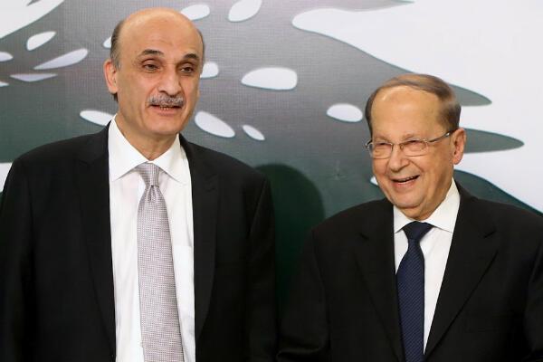 En janvier 2016, Samir Geagea, chef du parti des Forces libanaises, se rallie à la candidature de son rival de toujours Michel Aoun.