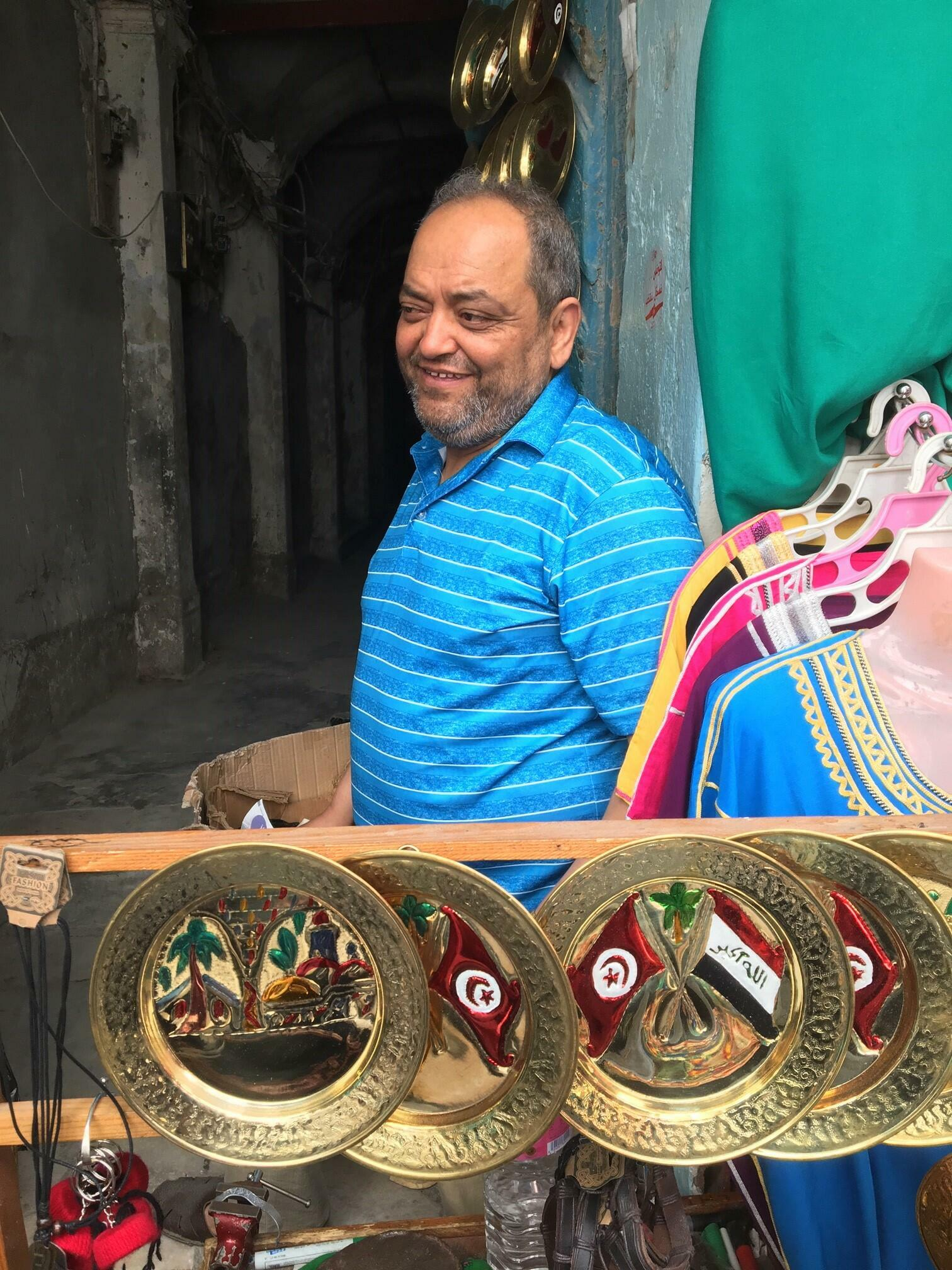 """Kamel, vendeur d'articles artisanaux dans la médina de Tunis: """"La crise économique mondiale a un impact sur les habitudes de consommation des touristes."""""""