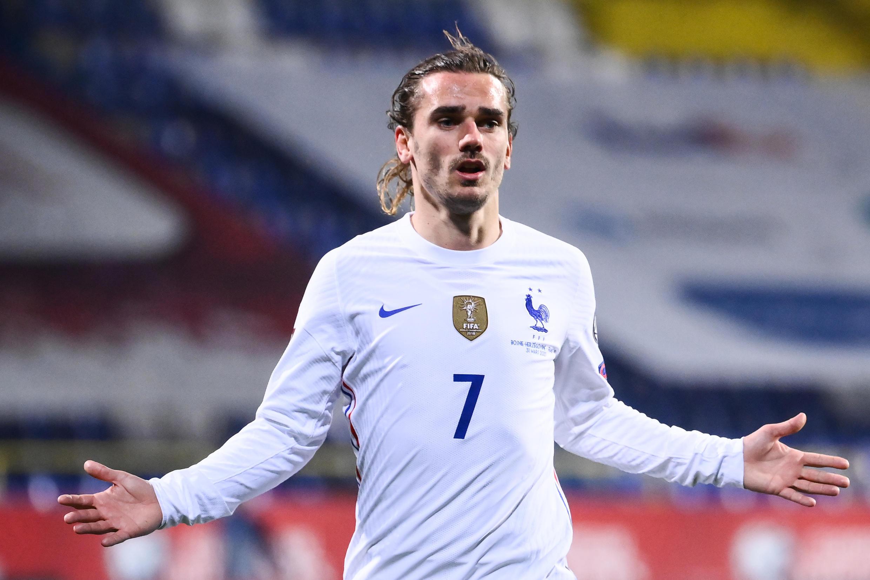 La joie de l'attaquant français Antoine Griezmann, après avoir ouvert le score contre la Bosnie, lors de leur match de qualifications pour le Mondial-2022, le 31 mars 2021 à Sarajevo