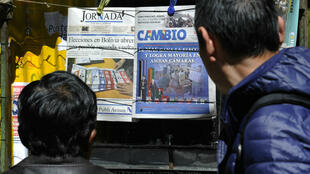 People read front pages of newspapers after the presidential election, in La Paz, Bolivia, on October 21, 2019.