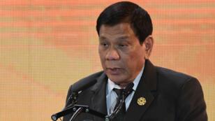 Le président philippin, Rodrigo Duterte, jeudi 9 novembre devant la communauté philippine de la ville vietnamienne de Danang.