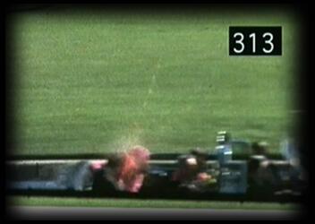 Jugée trop violente, la diapositive 313 tirée du film d'Abraham Zapruder resta longtemps inédite.  Une censure qui a alimenté les thèses conspirationnistes.
