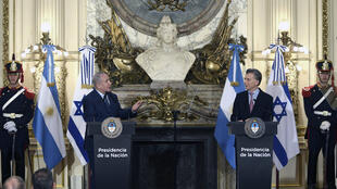 Le Premier ministre israélien, Benjamin Netanyahou, avec le président argentin, Mauricio Macri, le 12 septembre 2017 à Buenos Aires.