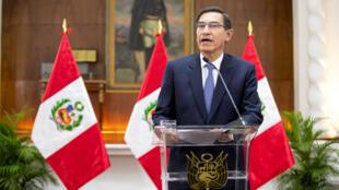 El presidente de Perú, Martin Vizcarra, se dirige a la nación, en el palacio de gobierno de Lima, Perú, el 27 de septiembre de 2019.