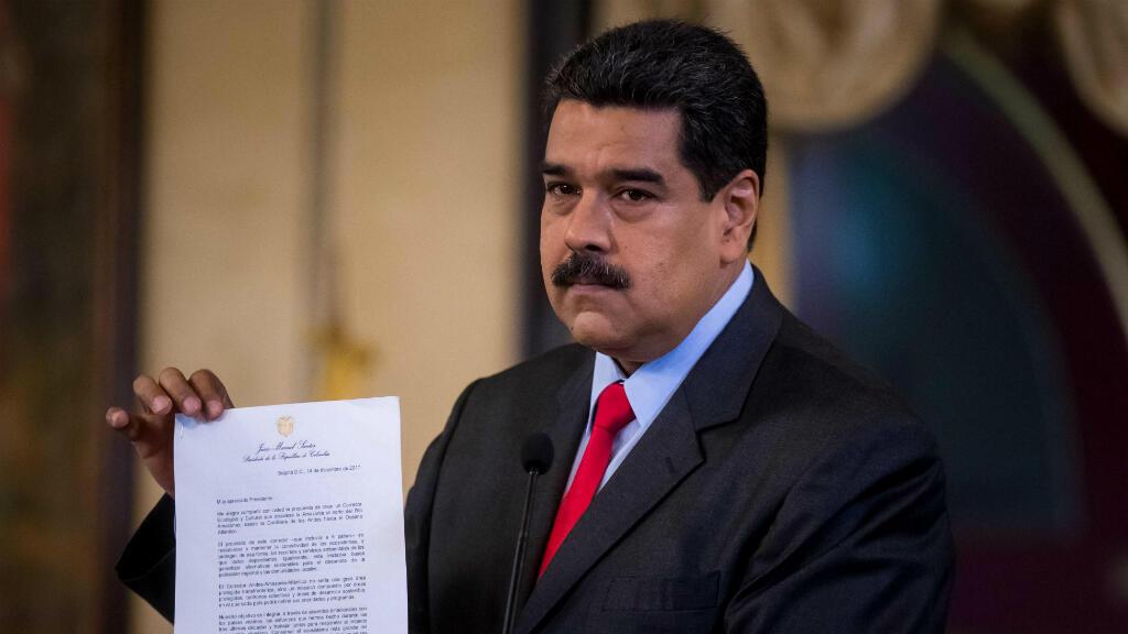 El presidente venezolano exhibió la carta enviada por el mandatario peruano Pedro Pablo Kuczynski en la que recibe la invitación a la cumbre del próximo mes de abril