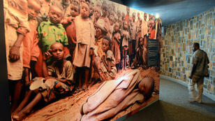 Photo de survivants du génocide rwandais exposée dans le Mémorial de Kigali (archives).