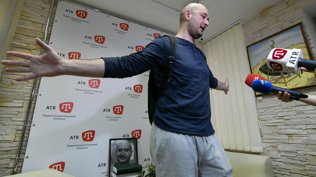 Arkadi Babchenko au sein de sa rédaction à Kiev, le 31 mai 2018.