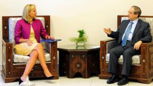 Sigrid Kaag, chef de mission de l'OIAC et  Faisal Muqdad, vice ministre syrien des Affaires étrangères