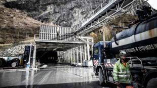 Photo prise le 29 novembre 2018, sur le chantier d'un tunnel pour la ligne à grande vitesse (LGV), entre Lyon et Turin, dans le sud-est de la France.