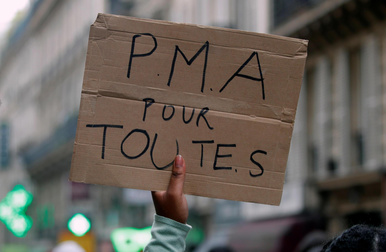 Une pancarte brandie lors de la Marche des fiertés à Paris, en France, le 4 juillet 2020.