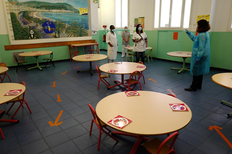L'école Rotschid, basée à Nice, se prépare à accueillir les élèves en respectant les gestes barrières du protocole sanitaire, le 11 mai 2020.