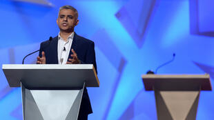 صادق خان عمدة لندن أثناء مناظرة جمعته ببوريس جونسون 22 يونيو 2016