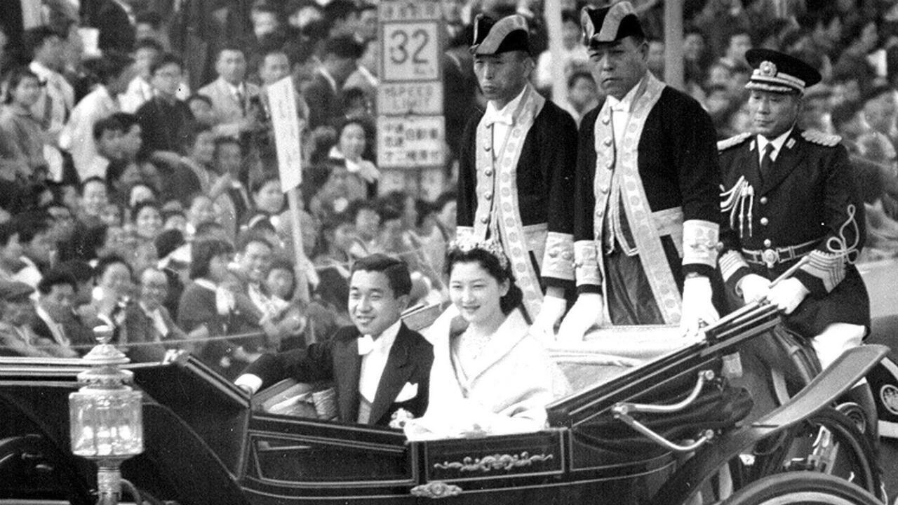 Le prince Akihito et la princesse Michiko lors de leur mariage, le 10 avril 1959.