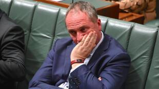 El viceprimer ministro australiano Barnaby Joyce reacciona mientras se sienta en la Cámara de Representantes en la Casa del Parlamento en Canberra, Australia, el 25 de octubre de 2017.
