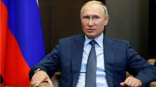 Vladimir Poutine à Sotchi, lors d'une rencontre avec le président finlandais Sauli Niinisto, le 22 août 2018.