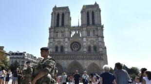 Une voiture contenant des bonbonnes de gaz avait été découverte le 4 septembre2016 dans le quartier de Notre-Dame de Paris.