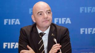 El presidente de la FIFA, Gianni Infantino, preside una conferencia de prensa en Kigali, Ruanda, el 26 de octubre de 2018.