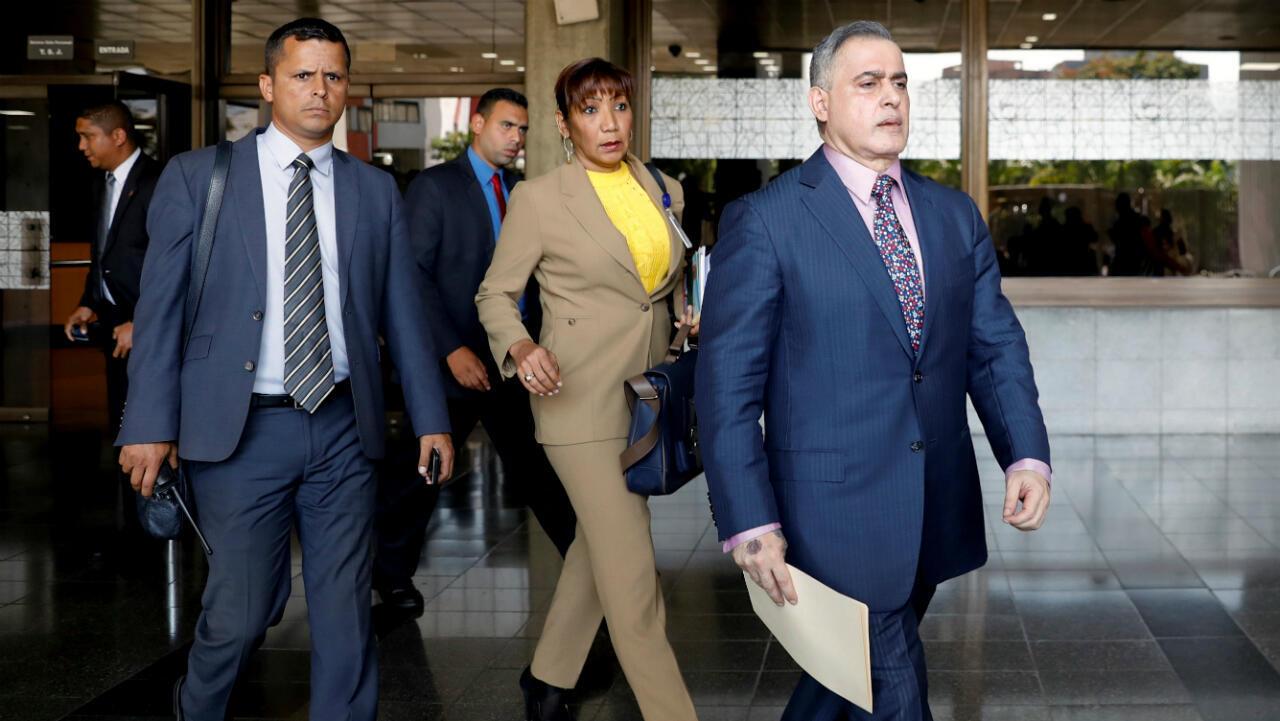 El fiscal general Tarek William Saab (al frente) solicitó al TSJ de Venezuela la aplicación de una serie de medidas cautelares en contra de Juan Guaidó, el proclamado presidente interino de Venezuela.