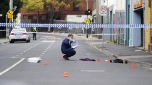 La policía trabaja en el área acordonada donde ocurrió el tiroteo en Melbourne, Australia, el 14 de abril de 2019.