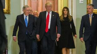 Le président élu Donald Trump à la sortie d'une réunion au Capitole, jeudi 10 novembre 2016.