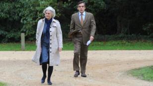 François Fillon et son épouse, Penelope, soupçonnée d'avoir occupé un emploi fictif.