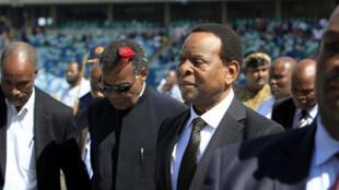 Le roi des Zoulous, Goodwill Zwelithini, à son arrivée au grand stade de Durban, lundi 20 avril.