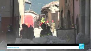 Des sauveteurs dans le village martyr d'Amatrice, dans le centre de l'Italie.