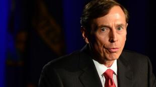 David Petraeus devant des étudiants en Californie lors de sa première apparition publique en mars 2013 depuis sa démission de la CIA.
