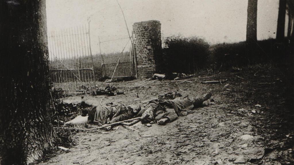Des soldats français victimes de l'attaque au gaz du 22 avril 1915, au nord d'Ypres, en Belgique.