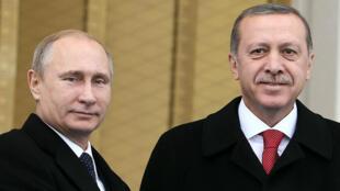 Vladimir Poutine et Recep Tayyip Erdogan, côte à côte, ce 1er décembre 2014.