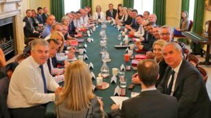 La primera ministra Theresa May se reúne con su Gobierno con sus dos nuevos ministros. 10/7/2018