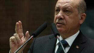 الرئيس التركي رجب طيب أردوغان يلقي خطابا في أنقرة في 20 آذار/مارس 2018.