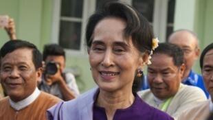 زعيمة بورما والناطقة باسم رئاسة الجمهورية أونغ سان سو تشي