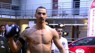 """Zlatan Ibrahimovic s'est emporté contre l'arbitre de Bordeaux-PSG, traitant la France de """"pays de merde""""."""