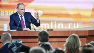 L'analyse d'Elena Volochine, correspondante de France 24 en Russie, sur la conférence de presse marathon de Poutine.