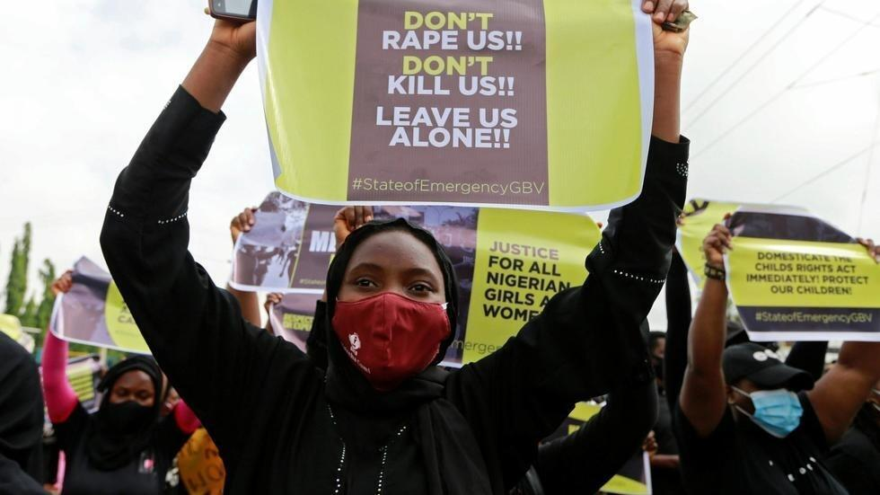 Esta decisión se toma después de la ola de indignación por el aumento de violaciones tras la salida del confinamiento. Manifestación en Abuja, en junio de 2020.