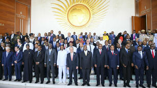 Los jefes de estado africanos posan para una foto de grupo durante la 30ª Sesión Ordinaria de la Cumbre de la Unión Africana (UA) en Adís Abeba, Etiopía, el 28 de enero de 2018.