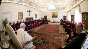 El Papa Francisco se reúne con los Obispos de la Conferencia Episcopal de Argentina en el Vaticano, el 2 de mayo de 2019.