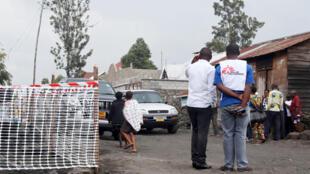 Des membres de Médecins sans Frontière en luttre contre le virus Ebola.