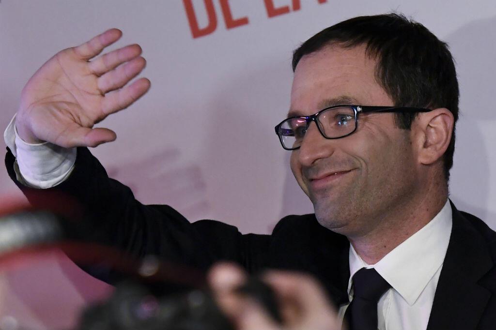 Benoît Hamon arrivant à son QG de campagne pour faire son discours, après son arrivée en tête à la primaire de la gauche, dimanche 22 janvier.