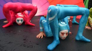 Des membres du Cirque du Soleil durant un spectacle donné en septembre 2014 à New York.