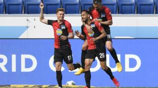 Le Hertha Berlin a repris la compétition avec un succès probant contre Hoffenheim, grâce notamment à un but du Brésilien Cunha Matheus (N.26) à Sinsheim, le 16 mai 2020
